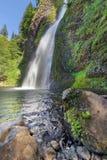 La queue de cheval tombe en gorge du fleuve Columbia avec le ciel bleu Images libres de droits