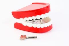 La quijada del juguete con los dientes tragó el mecanismo Foto de archivo libre de regalías