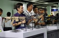 la quindicesima difesa assiste la mostra 2016 dell'Asia Fotografia Stock