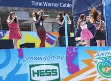 La quinta armonía del grupo americano de la muchacha se realiza en Arthur Ashe Kids Day 2013 en Billie Jean King National Tennis C Imágenes de archivo libres de regalías