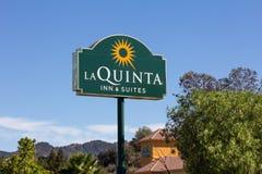 La Quinta Inn y motel de las habitaciones Fotografía de archivo libre de regalías