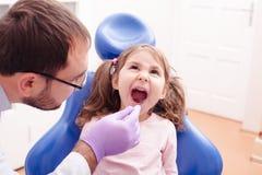 La réception au dentiste images stock