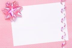 La réception blanc invitent ou l'étiquette de cadeau Photographie stock