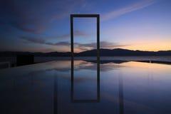La réflexion dans le lac du lever de soleil Photo stock