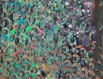 La réflexion de bloc en verre bulle dans le bloc en verre Image stock