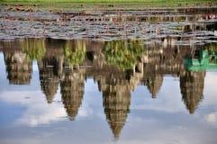 La réflexion de l'Angkor Vat Image libre de droits