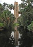 La réflexion de tour de Bok, lac Pays de Galles, la Floride Images libres de droits