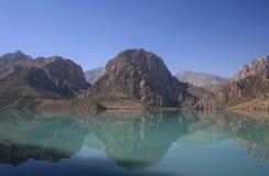 La réflexion des montagnes Image libre de droits
