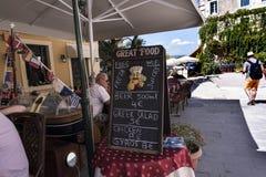 La région de port et la nouvelle forteresse de Corfou dans la ville principale fait bon accueil à des revêtements de croisière Photo stock