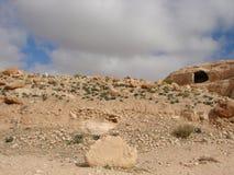 La région orientale de désert de la Jordanie Paysages des déserts et des roches en pierre le long de la route à PETRA photo stock