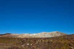 La région sauvage et le volcan Image stock
