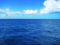 La République Dominicaine de mer bleue des Caraïbes Photos stock