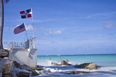 La République Dominicaine et le drapeau des Etats-Unis d'Amérique illustration de vecteur