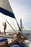La République Dominicaine - 10 octobre 2012 : faites la fête sur le bateau pendant la visite sur l'île Photographie stock libre de droits