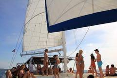 La République Dominicaine - 10 octobre 2012 : faites la fête sur le bateau pendant la visite sur l'île Photographie stock