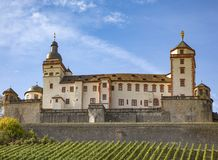 La résidence à Wurtzbourg avec le vignoble dans l'avant photos stock