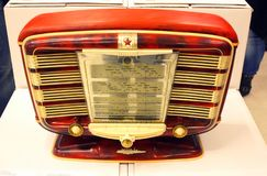 La rétro radio a appelé Zvezda en rouge et le style d'or photo libre de droits