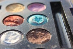 La rétro vieille photo de vintage du pallette composent, mode de 60s 70s, bleu, blanc, fin lumineuse de macro  Images stock