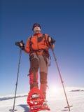 La racchetta da neve dell'alpinista è la neve Fotografia Stock Libera da Diritti