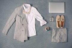 La raccolta dei vestiti eleganti Immagini Stock