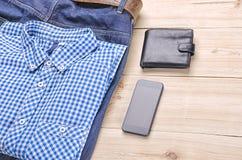 La raccolta dell'uomo dei vestiti e degli accessori Immagine Stock