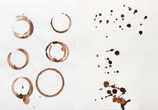La raccolta della tazza di caffè asciutta macchia su fondo bianco Immagini Stock Libere da Diritti