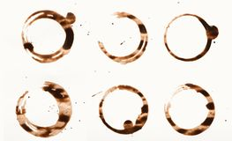 La raccolta della tazza di caffè asciutta macchia su fondo bianco Fotografia Stock Libera da Diritti