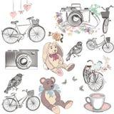 La raccolta sveglia degli oggetti disegnati a mano di vettore va in bicicletta il giocattolo della macchina fotografica Fotografia Stock Libera da Diritti
