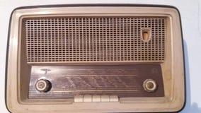 La radio molto vecchia della roba sintonizza su Fotografie Stock