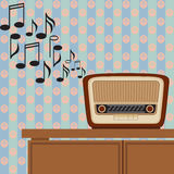 La radio vieja juega música Fotos de archivo