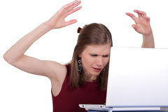 La ragazza è nervosa con il computer Fotografia Stock