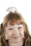 La ragazza allegra con un ratto Fotografia Stock