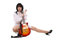 La ragazza ama una chitarra Fotografie Stock Libere da Diritti