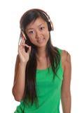 La ragazza asiatica gradisce la musica Immagine Stock