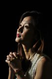 La ragazza asiatica prega Immagini Stock