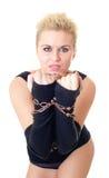 La ragazza attraente con una catena sulle mani Fotografia Stock