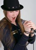 La ragazza canta Fotografia Stock Libera da Diritti
