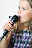 La ragazza canta una canzone cristiana Fotografia Stock