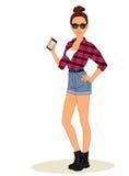 La ragazza casuale dei pantaloni a vita bassa mostra il telefono cellulare Fotografia Stock
