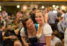 La ragazza celebra Oktoberfest Immagine Stock