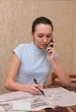 La ragazza cerca il lavoro Immagini Stock