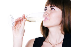 La ragazza che beve da un vetro Immagini Stock