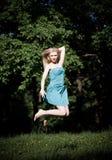 la ragazza che salta abbastanza Fotografia Stock Libera da Diritti