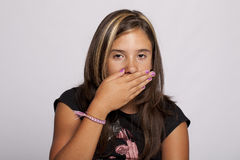 La ragazza con cosegna la sua bocca Fotografia Stock Libera da Diritti