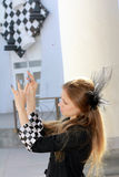 La ragazza con i chiodi di scacchi Fotografia Stock Libera da Diritti