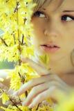 La ragazza con i colori immagini stock libere da diritti