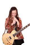 La ragazza con i dreadlocks canta Fotografie Stock