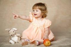 La ragazza con i giocattoli Fotografie Stock Libere da Diritti