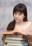 La ragazza con i libri fotografie stock libere da diritti