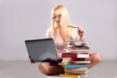 La ragazza con i libri Fotografia Stock Libera da Diritti